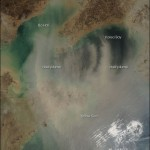 Tormenta de polvo y humo sobre el Mar Amarillo
